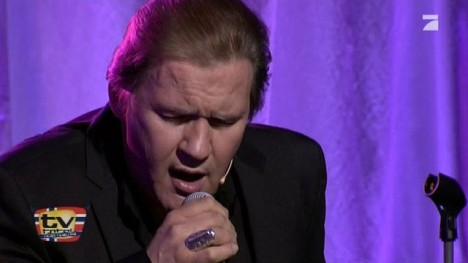 Johnny Logan singt